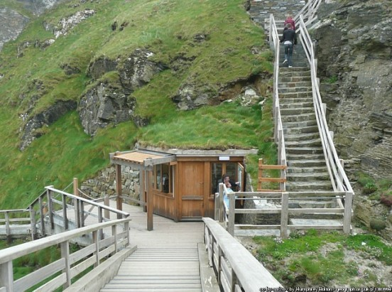 Ticket kiosk, Tintagel Castle, Cornwall (Humphrey Bolton)